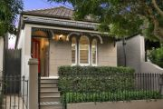 Buyers decide to watch and wait as Sydney clearance rate plunges