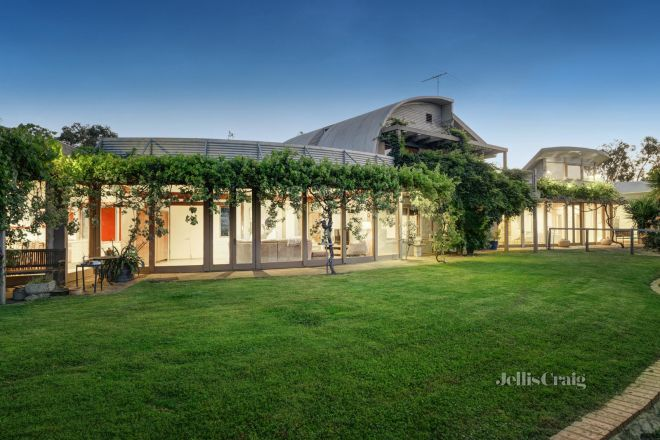 100 Buttermans Track, St Andrews VIC 3761