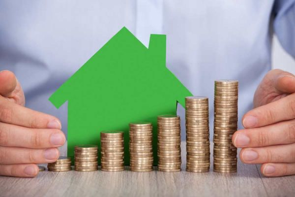 How does capital gains tax differ in commercial property?
