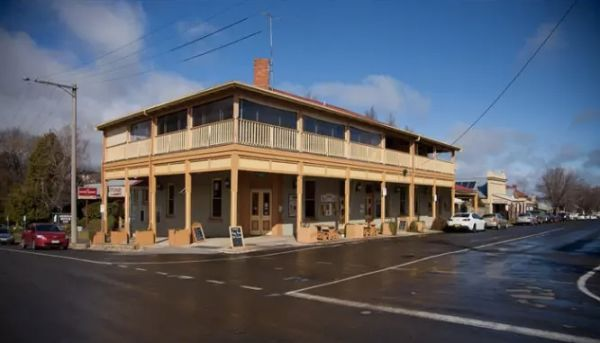 Historic Hotel Nicholas in Beechworth for sale