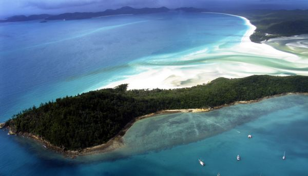 Queensland launches plan to revive rundown Great Barrier Reef resorts