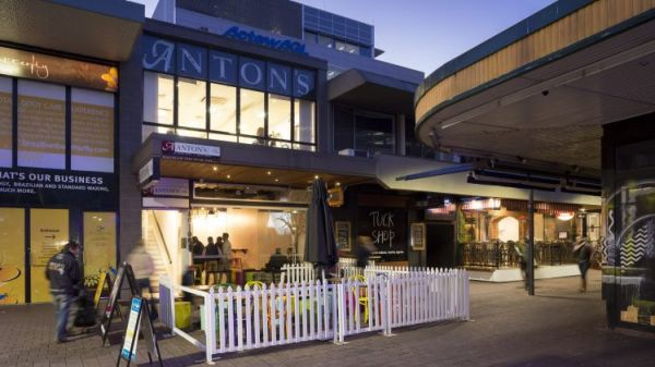 Canberra hotspot sells to local investor at auction