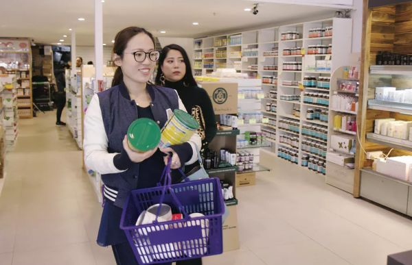 Chinese personal shoppers have created a new type of retail store in Australia