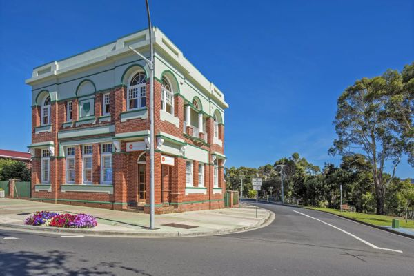 Banks For Sale >> Six Charming Old Banks For Sale Around Australia