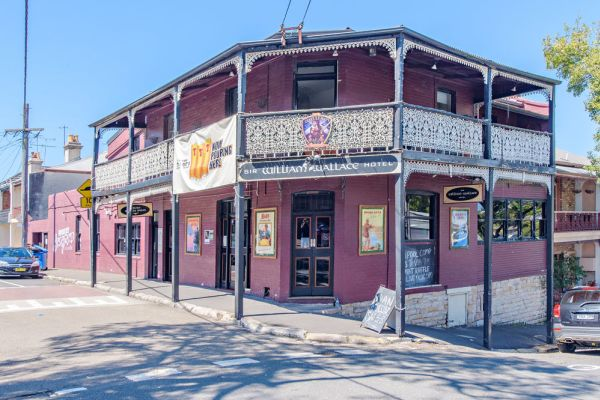 William Wallace Hotel in Birchgrove, a favourite with Hollywood stars, is on the market