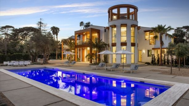 The $49 million smart home of a former Apple executive turns on its lights and fountain when the owner drives through the gates. Photo: Jim Bartsch