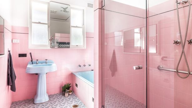 The pink and blue mid-century bathroom in all its glory.