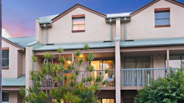140/69 Allen Street, Leichhardt sold under subdued bidding conditions on Saturday.
