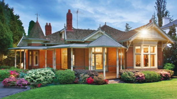 Among the high-end properties that have changed hands quietly in the past few weeks is a large Queen Anne-style residence at  23 Barry Street, Kew, which sold for $7.1 million at a private auction.