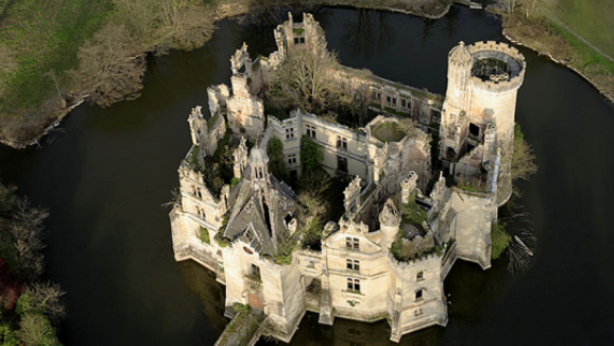 A crowdfunding campaign has been launched to save the decaying La Mothe-Chandeniers. Photo: Dartagnans