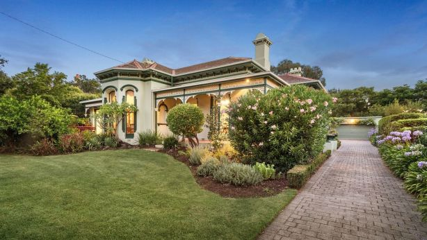 A home at 32 Lisson Grove, Hawthorn failed to attract any genuine bids at auction.