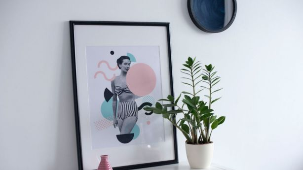 Leaning prints and paintings allows renters to decorate without damaging walls. Photo: Sylwia Pietruszka