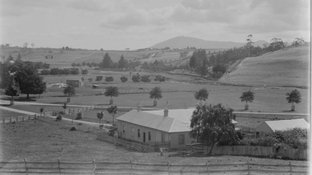 A hotel, Macedon House was built in the pre-Goldrush era. Photo: State Library