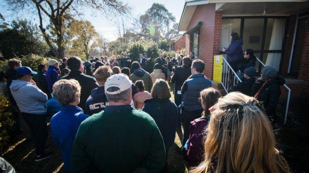 A large crowd gathered at the auction of 5 Harding Street. Photo: Elesa Kurtz