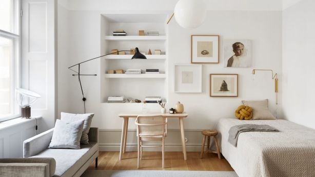 This stunning studio masters the mix with a pendant light and sconce in unique shapes. Photo: Fantastic Frank