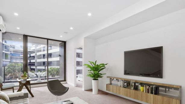This One Bedroom House At 521 850 Bourke St Waterloo Is Available