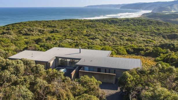 Sitting on top of an untouched cliff, Rotten Point House won the People's Choice category in the 2018 HomeAway awards this year. Photo: Homeaway.com.au
