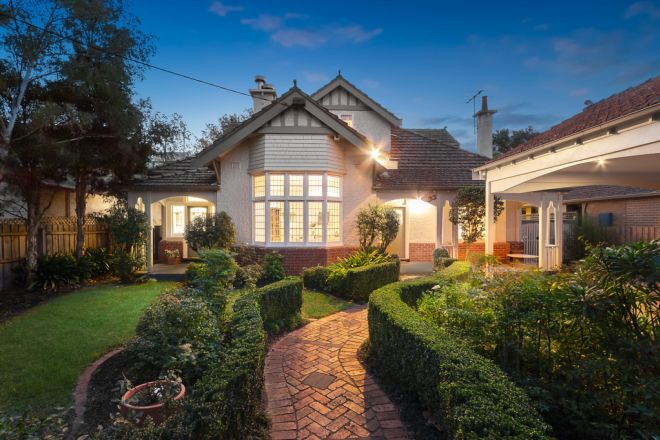 33 Mangarra Road, Canterbury VIC 3126