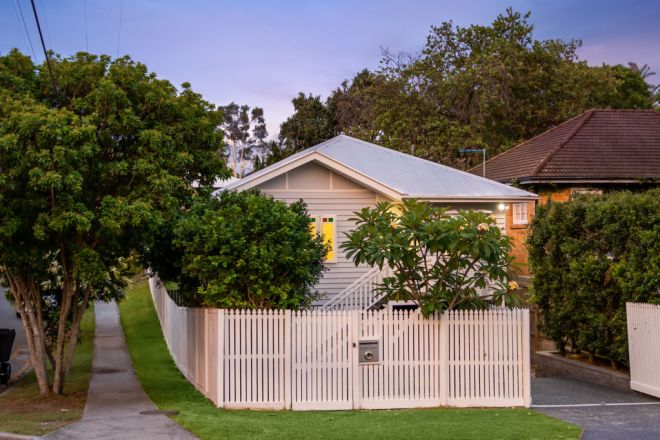2 Lewis Street, Camp Hill QLD 4152