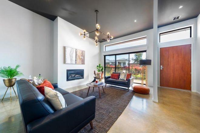 27 Leon Street, Googong NSW 2620