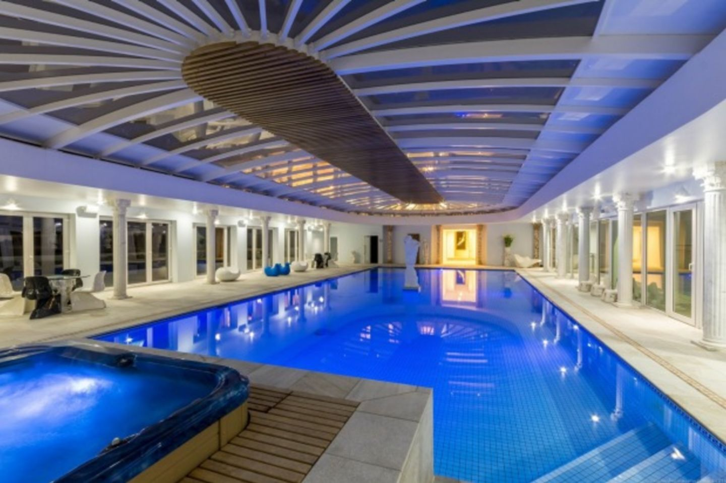 The owner of this stunning 2800-square-metre sqm home with eight ensuited bedrooms, indoor pool, theatre, music room and tennis court is none other than Tony Quinn, the man who started life living in a caravan in Scotland but who's now a multimillionaire,