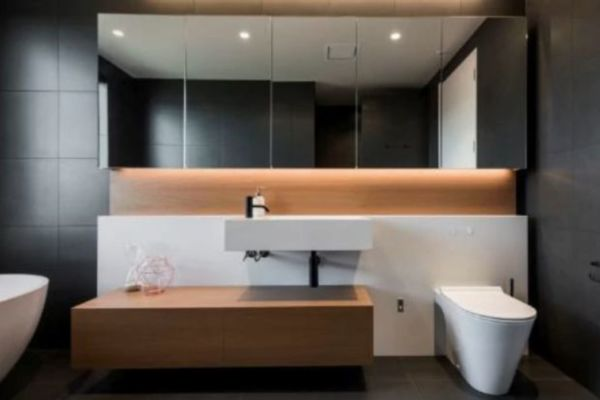 Small bathroom design solutions: How to use clever tricks in ...
