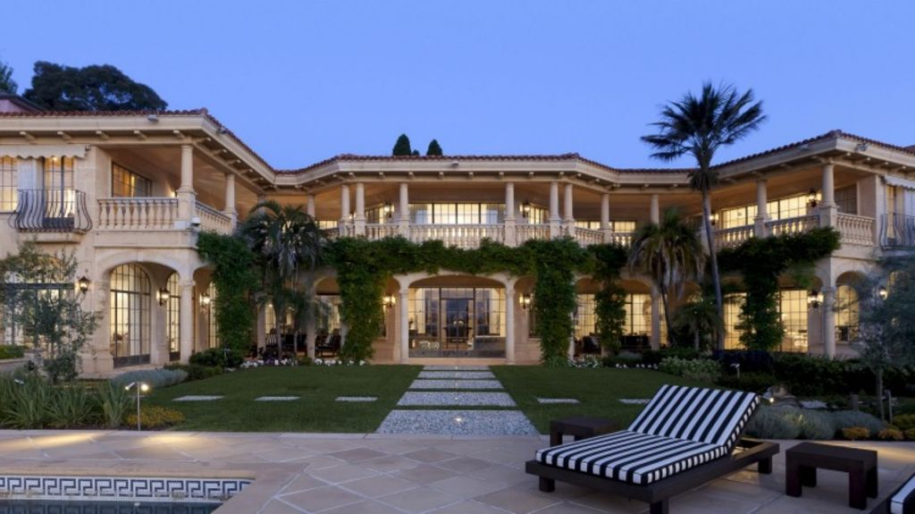 Joe Hockey has given Chinese billionaire Xu Jiayin  90 days to sell Villa del Mare.