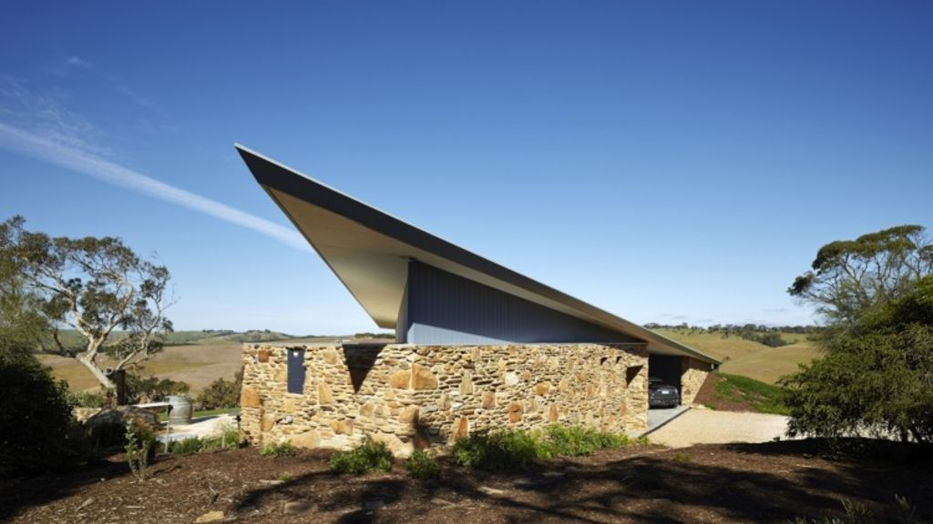 Robertson House in South Australia spears the sky dramatic roof projection. Photo: Sam Noonan Photographer
