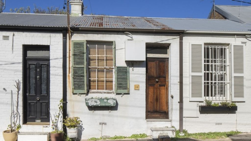 An unliveable home at 10 James Street, Woollahra, sold for $1.07 million on Saturday – $320,000 above reserve. Photo: Supplied