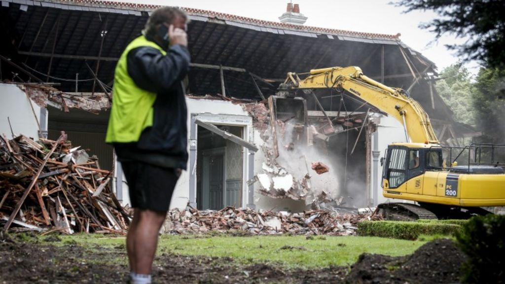 Crews tear down the 102-year-old mansion. Photo: Eddie Jim