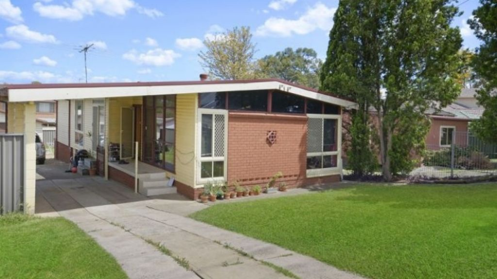The $1 reserve property, 230 Blacktown Road, sold for $565,000.