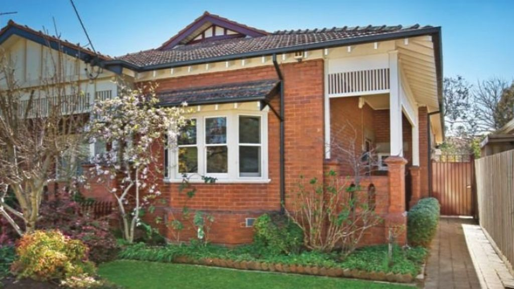 Buyers paid $955,000 for 39 Barker's Road, Kew. Photo: Supplied