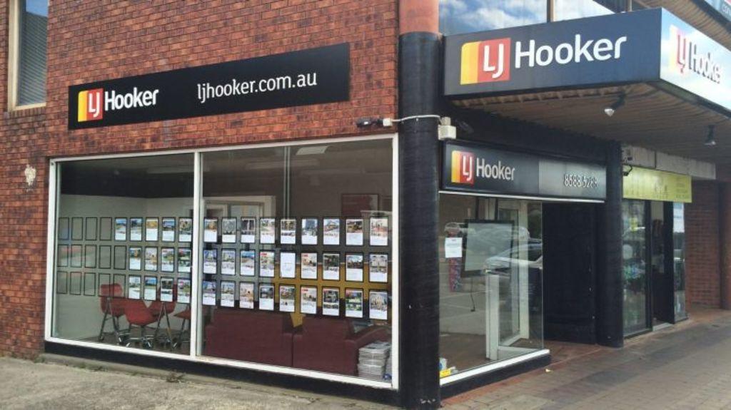The closed LJ Hooker branch office in Glen Waverley. Photo: Chris Vedelago