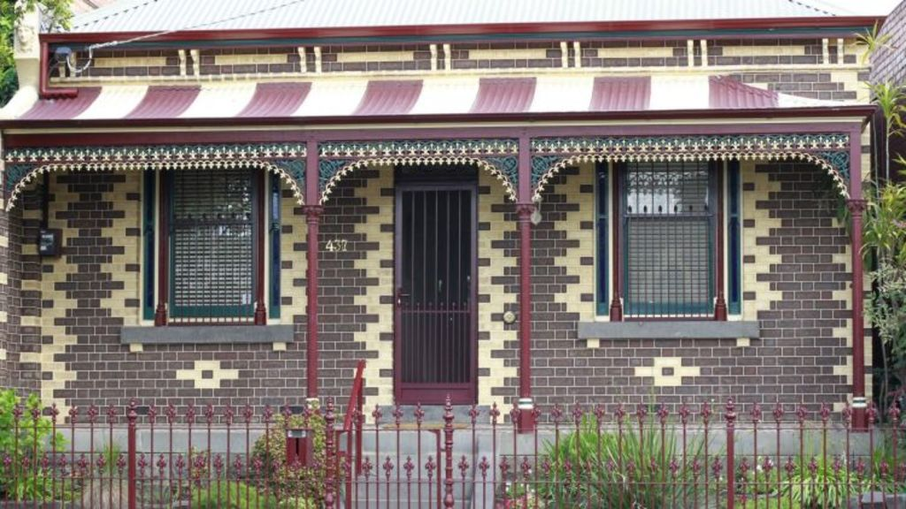 Fast vanishing: the nation's stock of heritage housing has shrunk by more than 2 per cent to about 8 per cent in the past 30 months. Photo:
