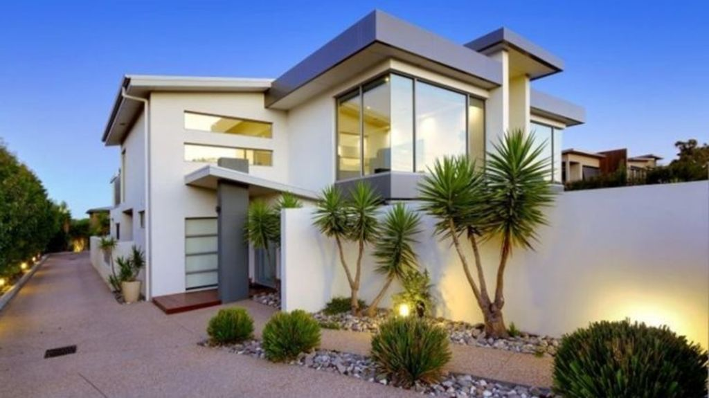 The Muirs property at 668 Esplanade, Mornington would be worth double in Melbourne, says developer Rob Muir.