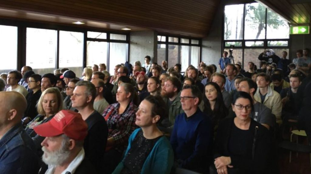 The Philip Room inside the Sirius building was packed for a performance by Tim Ross. Photo: Ingrid Fuary-Wagner