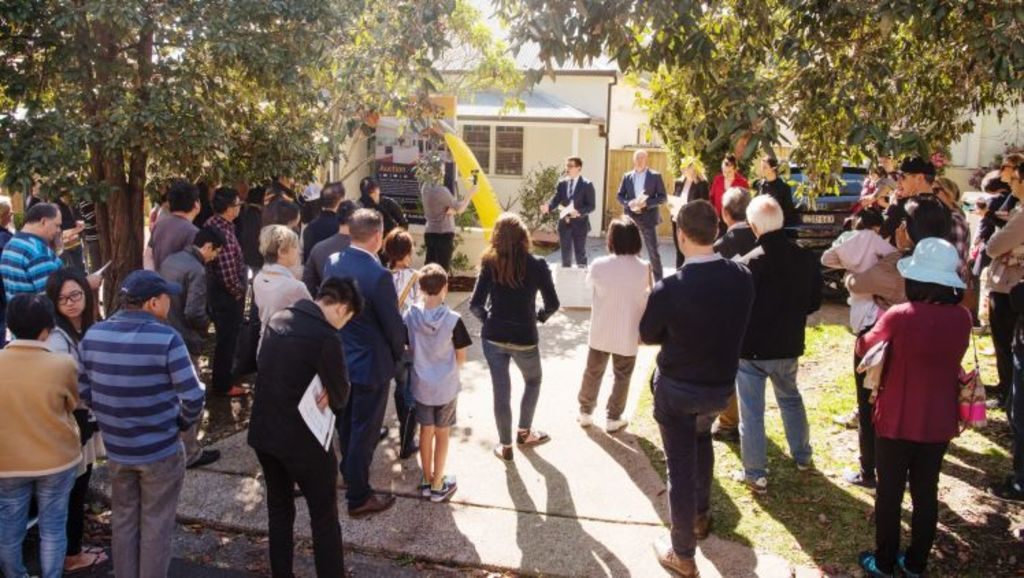 The crowd gathers for the auction at 17 Jacques Street. Photo:  James Brickwood