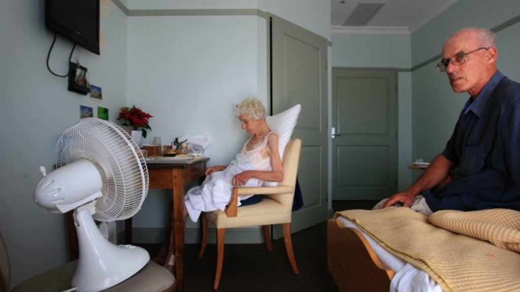Elderly people struggled when air conditioners broke during the 2009  heatwave. Photo: Justin McManus