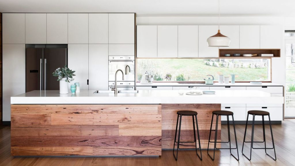 Custom kitchen designed by Cantilever Interiors, styled by Ruth Welsby Photo: Martina Gemmola