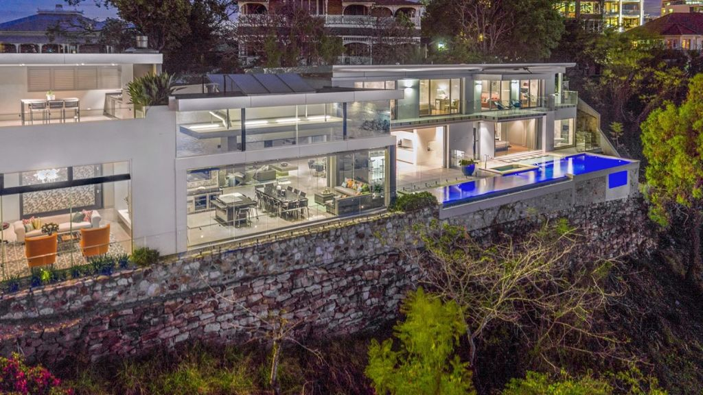 The exclusive home sits on top of the Kangaroo Point cliffs.