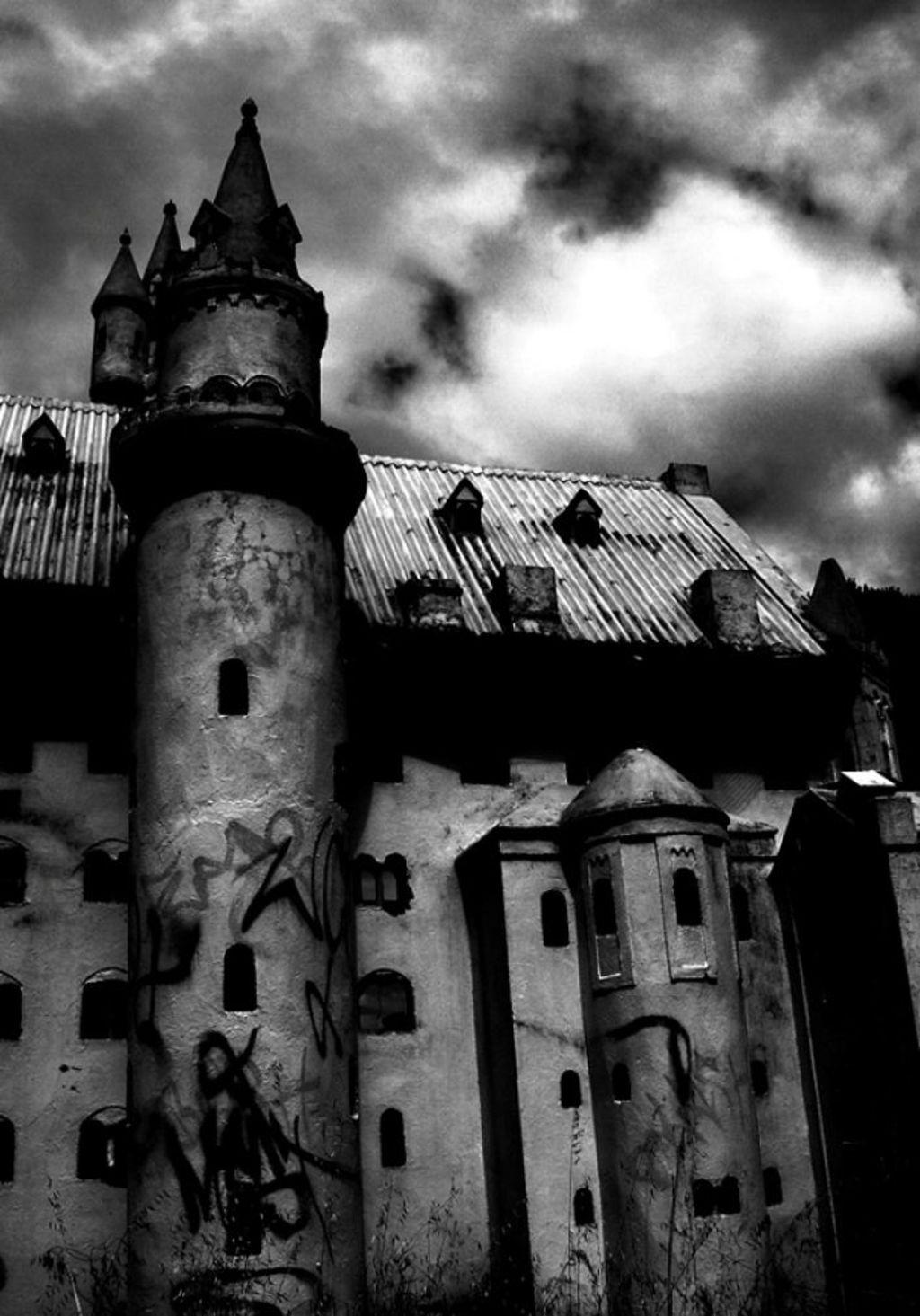 The former Castle Fun Park near Mandurah. All that remains is a derelict minature castle covered in graffiti. Photo: Mandurah Mail