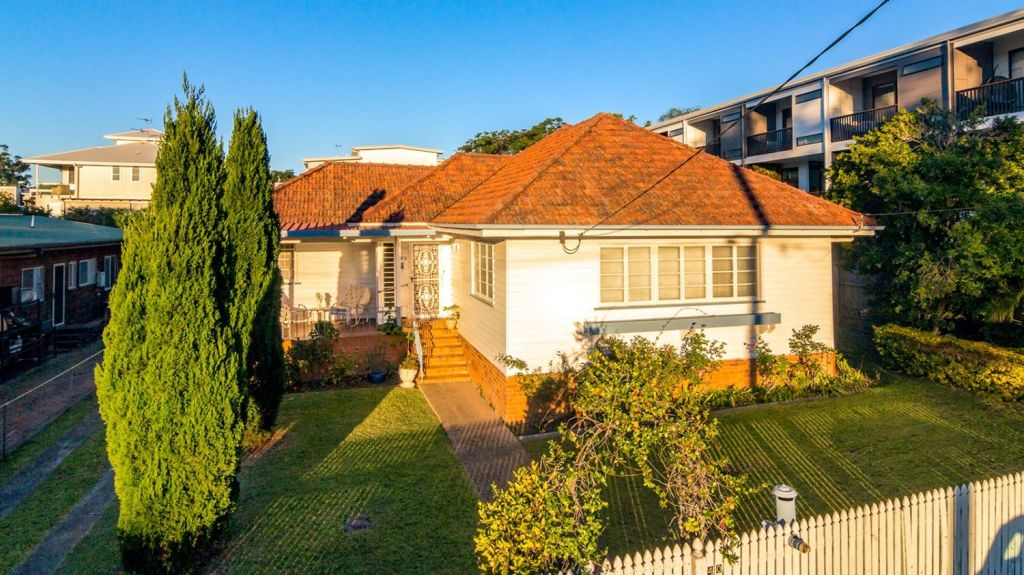 Dry side: 40 Stevens Street, Yeronga passed in without bids.