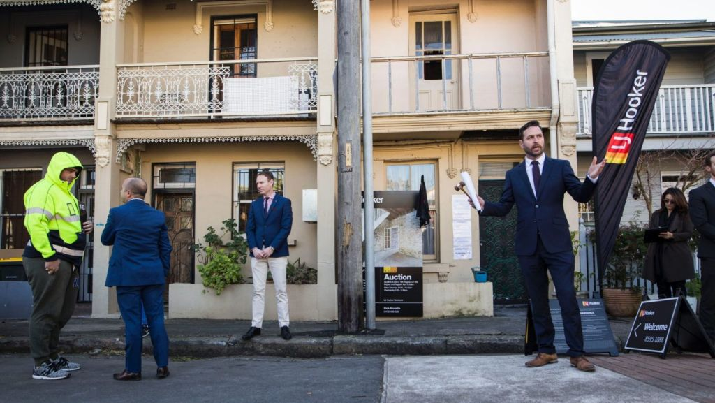 Auctioneer Ben Mitchell at the auction of 12 Clara Street in Erskineville. Photo: Dominic Lorrimer