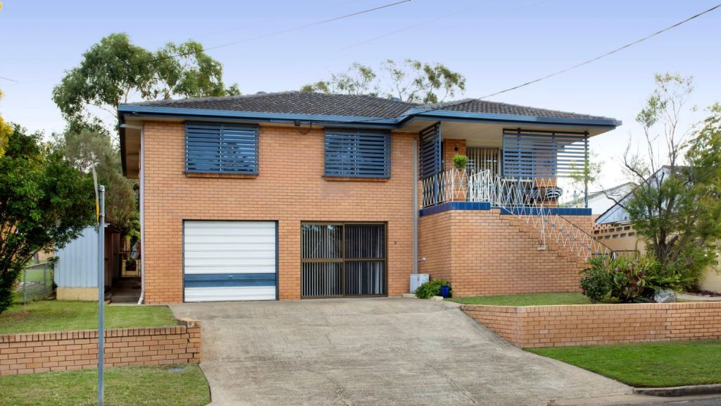 The auctioned home, 6 Hoad Street, Upper Mount Gravatt, sold to a young family. Photo: Wilma Fratter