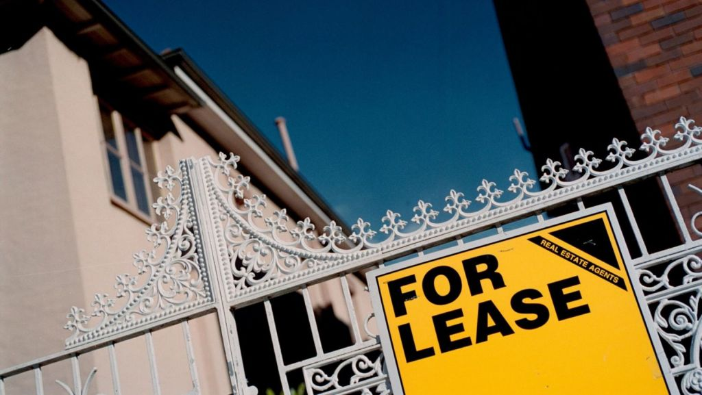 Renting a one-bedroom unit in Melbourne typically costs $350 per week. Photo: Louise Kennerley