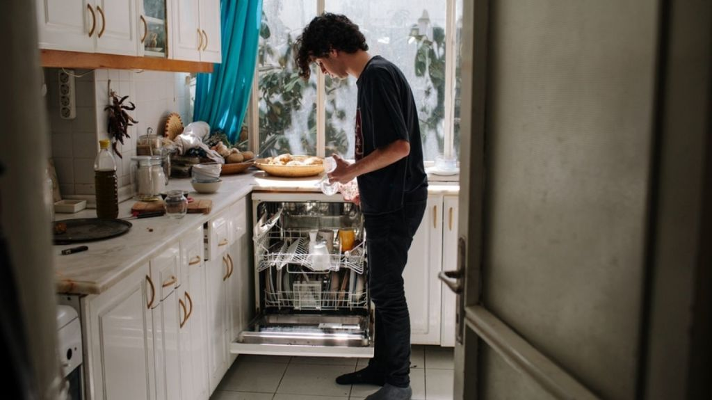 The Good Housekeeping Institute (GHI) recently published a guide on how to – wait for it – properly wash the dishes. Photo: Stocksy