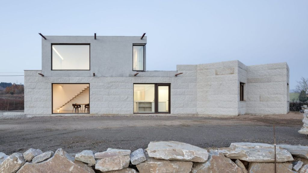 VMS House in the Spanish town of Leon gives the impression of a modern-day castle. Photo: Antonio Vazquez Sotelo. Architecture: Marcos Miguélez
