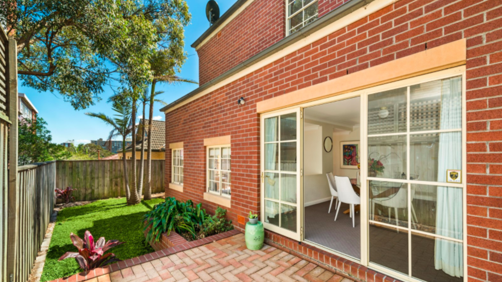 Pointy end: 5/5 Hardie Street Neutral Bay sold for $1,946,000 on Saturday, beating the reserve by $246,000.
