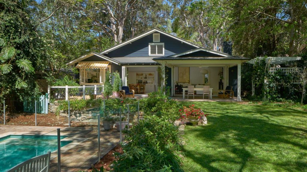 Juanita Phillips has joined the Avalon Beach set buying this timber house for $2.7 million.