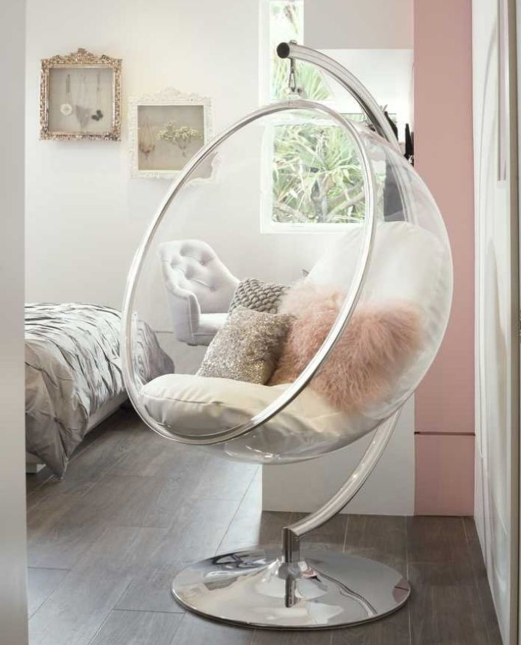 Futuristic furniture was all the rage during the early 2000s. Photo: Pouted.com